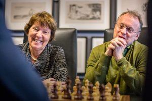 Ordfører Marianne Borgen (SV) og byrådsleder Raymond Johansen (AP) legger penger på bordet for å få sjakk-VM til Oslo i 2018